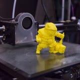 3d imprimiu o objeto no cubo da tecnologia em Milão, Itália Foto de Stock