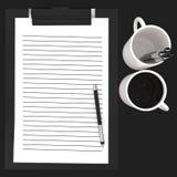 3d incartano la lavagna per appunti cliped, penna, concetto delle tazze Fotografie Stock Libere da Diritti