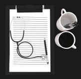3d incartano la lavagna per appunti cliped, penna, concetto dello stetoscopio delle tazze Fotografia Stock
