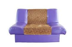 D'isolement avec le sofa en cuir violet moderne Photos stock