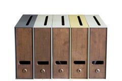 D'isolement cinq boîtes aux lettres Photo stock