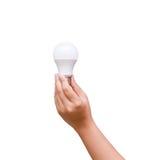 D'isolement de la main de femme tenant l'ampoule de LED sur le fond blanc Image stock