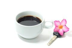 D'isolement sur le fond blanc Cuvette de café blanc Photo stock