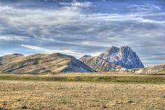 D'Italia van Gransasso in Abruzzo Italië HDRI Stock Foto's