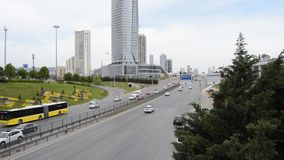D100 la carretera Turqu?a Estambul Kartal Cevizli, tr?fico no es intensiva metrajes