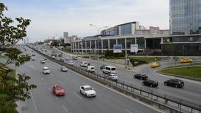 D100 la carretera Turqu?a Estambul Kartal Cevizli, tr?fico no es intensiva almacen de video