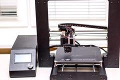 3d la stampante Black è sulla tavola a casa Fotografia Stock Libera da Diritti