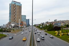 D100 Landstra?e die T?rkei Istanbul Kartal Cevizli, Verkehr ist nicht intensiv stockbild