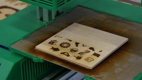 3D laserdruk, brandende tekeningen in een houten raad