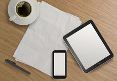3d lege tablet met mobiele telefoon Stock Afbeelding