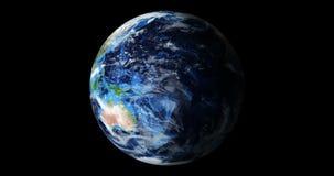 3d maak animatie blauwe aarde van ruimte die die Amerika en Afrika, de V.S., bolwereld tonen op zwarte achtergrond wordt geïsolee stock footage