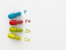 3d maded preventivpillerar på en vit bakgrund Royaltyfri Foto