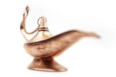 3D magische die lamp op wit met kleine nadrukafstand wordt geïsoleerd Royalty-vrije Stock Foto's
