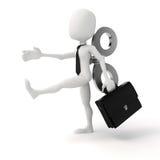 3d Mann mit einem großen Schlüssel auf der Rückseite, Leistungsfähigkeit im Geschäftskonzept Stockfotografie