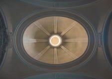 Dôme d'une église de dessous Image libre de droits