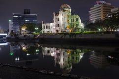 Dôme de bombe atomique de vue de nuit Photographie stock