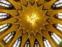 Dôme de Goden sur le bâtiment hongrois du Parlement Photographie stock