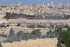 Dôme de Jérusalem de la roche du mont des Oliviers Image libre de droits