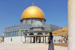 Dôme de la roche et dôme de la chaîne chez l'Esplanade des mosquées, vieille ville de Jérusalem Photos stock