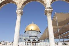Dôme de porte de roche dans l'Esplanade des mosquées à Jérusalem Image libre de droits