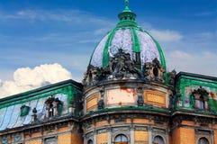 Dôme du bâtiment historique avec une sculpture Photo stock