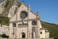 Dôme Santa Maria Assunta dans Gemona image libre de droits