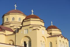 Dômes d'église orthodoxe, Kamari, Santorini, Grèce Images stock