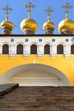 Dômes d'or de cathédrale de Saviour's et d'églises supérieures de Terem photo libre de droits