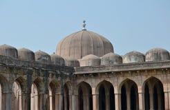 Dômes de Jami Masjid Mandav historique Photographie stock libre de droits