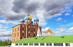 Dômes de la cathédrale d'ortodox Photographie stock