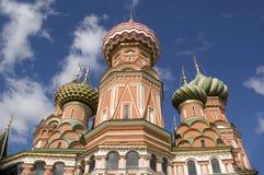 Dômes de la cathédrale de St Basil Photos stock