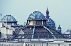 Dômes de Paris dans le bleu Images stock
