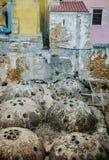 Dômes de ventilation sur des dessus de toit, Crète Photos libres de droits