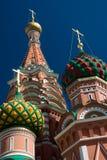 Dômes des cathédrales du basilic de saint, Moscou Photographie stock libre de droits