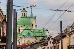 Dômes verts de cathédrale dans la ville Image libre de droits