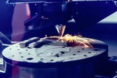 3D metaalprinter veroorzaakt een staaldeel royalty-vrije stock foto