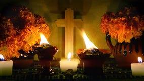 D?a mexicano del enfoque-hacia fuera lento del altar muerto Dia de Muertos almacen de metraje de vídeo