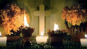 D?a mexicano del enfoque-hacia fuera lento del altar muerto Dia de Muertos metrajes