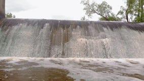 d?mma av floden Vattenfall Stark str?m Flyg- filmande stock video