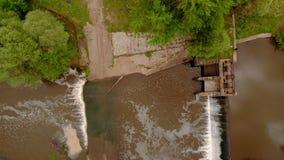 d?mma av floden Vattenfall Stark str?m Flyg- filmande lager videofilmer