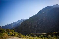 D?mmerung in den Bergen von Georgia Die K?lte der Sonne stockfoto
