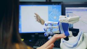 3D-modelling em um computador com uso de um braço robótico vídeos de arquivo