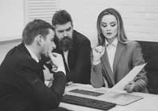 3 d modelu biznesowego abstrakcyjnych negocjacji Partnery biznesowi, biznesmeni przy spotkaniem, biurowy tło Biznesowy negocjaci  Zdjęcie Royalty Free