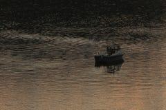 Łódź na rzece Obrazy Royalty Free