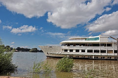 Łódź na rzece Obraz Stock