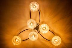 - 3D Odpłaca się - Stwarza ognisko domowe oświetlenie breloczek Podsufitowi światła Obrazy Stock