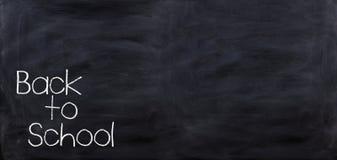 3d odpłaca się Z powrotem szkoła na czarnym chalkboard Ilustracja Wektor