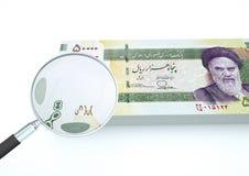 3D Odpłacający się Iran pieniądze z magnifier prowadzi dochodzenie walutę na białym tle Zdjęcia Stock
