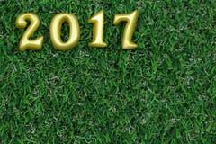 2017 3d oggetti reali su erba verde, concetto del buon anno Fotografie Stock