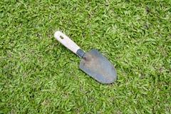 3d ogródu trawy wizerunek odizolowywający łopaty narzędzie Obraz Royalty Free